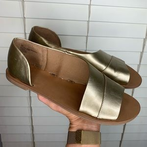 Universal Thread gold slip on shoes | Size 8 1/2
